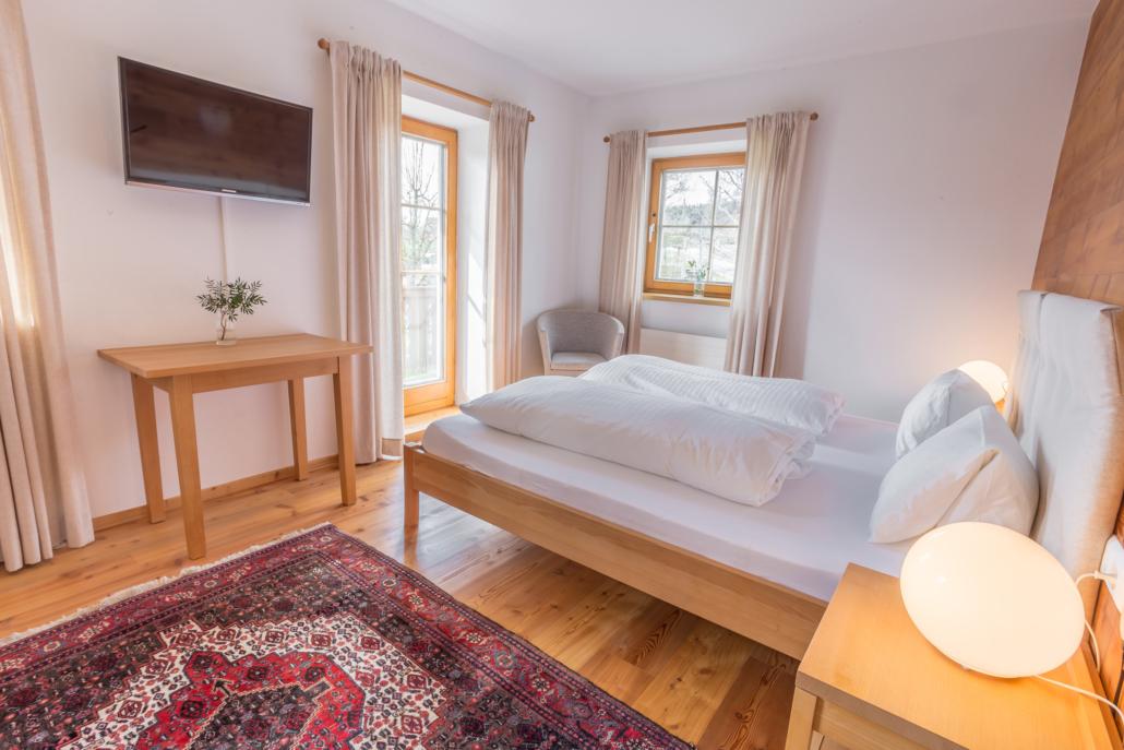 Grüne Erde Doppel- oder Dreibettzimmer am Bacherhof