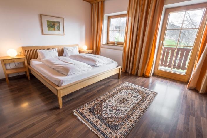 Grüne Erde Doppel- oder Dreibettzimmer mit Kochnische, Bacherhof