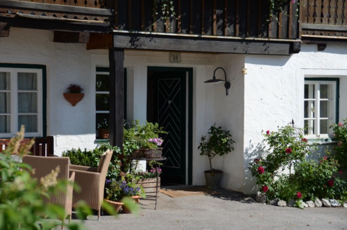 gemütliche Außenterrasse vor dem Haus, Bio Bauernhof Bacherhof