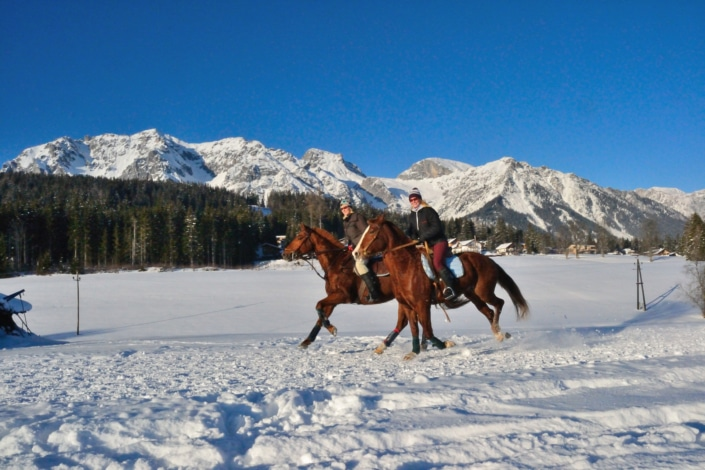 Winterwander- und Winterreitwege am sonnigen Ramsauer Plateau