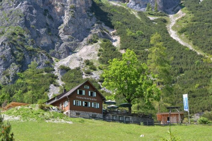 Silberkarhütte mit Sonnenterrasse und Bioprodukten